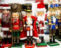 Собрание оловянного солдатика Щелкунчика рождества figurine деревянного традиционного для украшения рождества стоковые фото