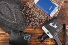 Собрание от различных домашних вещей на деревянной предпосылке Стоковые Фото