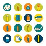 Собрание плоских значков канцелярских принадлежностей стиля на красочном круге Стоковая Фотография