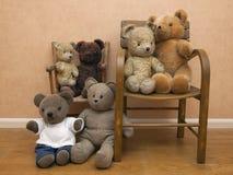 Собрание плюшевых медвежоат на стуле детей Стоковое Изображение