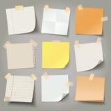 Собрание различных бумаг примечания, подготавливает для вашего сообщения иллюстрация штока