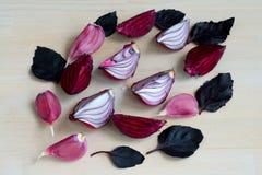 Собрание свежих фиолетовых овощей на деревянной предпосылке Стоковая Фотография