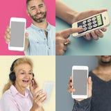 Собрание людей используя умный телефон Стоковые Изображения RF