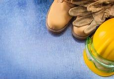 Собрание buildin кожаных перчаток водоустойчивых ботинок защитного Стоковые Фотографии RF