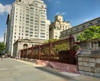 Собрание Frick, будучи покрашенным загородка, музей Нью-Йорка, 5-ый бульвар, NYC, NY, США Стоковое фото RF