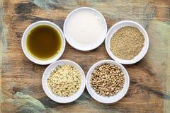 Собрание superfoods семени пеньки стоковые фотографии rf