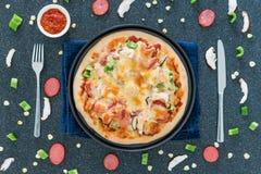 Собственная личность сделала пиццу фаст-фуда стоковое фото