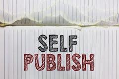 Собственная личность текста почерка опубликовывает Работа концепции опубликованная смыслом независимо и на собственном cru страни стоковое фото rf