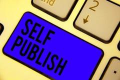 Собственная личность текста почерка опубликовывает Смысл концепции опубликовал работу независимо и на собственной клавиатуре голу стоковые фотографии rf