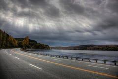 Совершенная дорога вдоль реки Стоковая Фотография