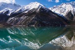 совершенное озеро ŒRanWu ¼ reflectionï весной Стоковые Фото