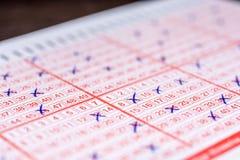Совершенно выполненный билет лотереи для более высокого шанса выигрывать стоковая фотография rf
