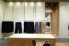 Совершенно новый интерьер магазина ткани стоковые фотографии rf