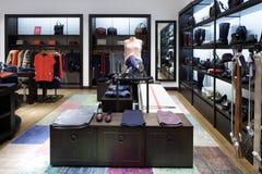 Совершенно новый интерьер магазина ткани стоковые изображения rf