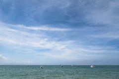 Совершенные небо и вода горизонта океана стоковые изображения rf
