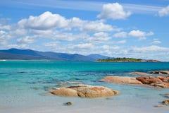 Совершенный пляж в Bicheno, Тасмании стоковое изображение