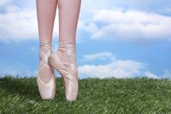 Совершенный En Pointe артиста балета с космосом экземпляра Стоковые Изображения RF