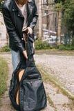 Совершитель гитары практики концерта музыканта Стоковое Изображение RF
