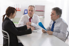 Советник семьи слушает к отцу и дочь-подросток жалуется Стоковые Изображения