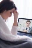 Советовать с ее врачем через веб-камера Стоковое Фото