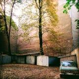 Советский автомобиль времени в центре Риги стоковое изображение rf