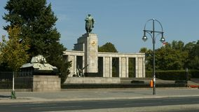 Советский военный мемориал в Берлине Tiergarten сток-видео