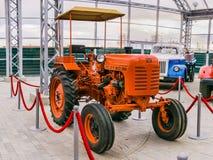 Советский ретро трактор стоковые фотографии rf