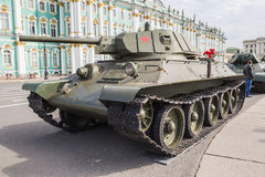 Советский танк средства T-34 на воинск-патриотическом действии на квадрате дворца, Санкт-Петербурге Стоковое Изображение