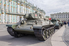 Советский танк средства T-34 на воинск-патриотическом действии, предназначенном к дню памяти и печали на квадрате дворца, st-Pete Стоковое Фото