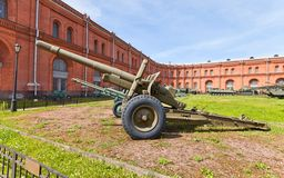 Совет гаубиц-оружие M1937 152 mm (ML-20) Стоковые Изображения RF