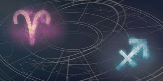 Совместимость знаков гороскопа Aries и Стрелца Ночное небо a Стоковые Фото