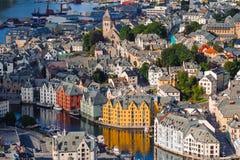 совмещенная форма кубиков конструкций расквартировывает игрушку деревянную Сценарное Alesund Норвегия Стоковое Фото