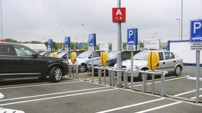 Современная автостоянка на IKEA сток-видео