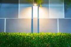 Современная лампа стены в саде Стоковое фото RF