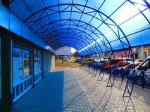 Современная архитектура, голубой павильон, Kamenets Podolskiy, Украина Стоковое Фото