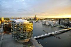 Современная архитектура и Brygge-мост, Sydhavn, Копенгаген Стоковая Фотография RF