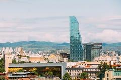 Современная архитектура на предпосылке городского городского пейзажа Тбилиси, Стоковое Изображение RF