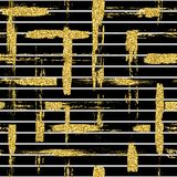 Современная безшовная картина с щеткой яркого блеска stripes и штрихует шотландка Золотой цвет на черной предпосылке Покрашенная  бесплатная иллюстрация