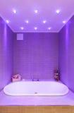 Современная ванная комната, ванна Стоковые Изображения RF