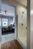 Современная ванная комната квартиры Стоковые Фотографии RF