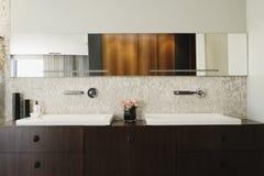 Современная ванная комната с тазом Стоковое фото RF