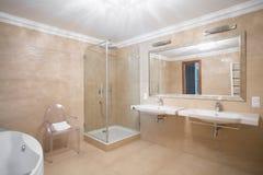 Современная ванная комната для пар Стоковое фото RF
