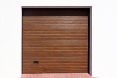 Современная дверь гаража стоковое изображение