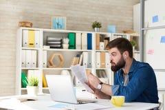 Современная встреча бизнесмена видео- звонком Стоковое Изображение