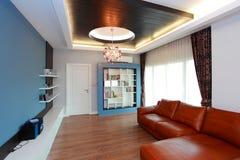 Современная гостиная стоковая фотография rf