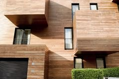 Современная современная древесина встала на сторону здание Стоковое Изображение