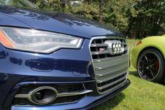 Современная деталь фронта автомобиля спорт стоковое фото rf