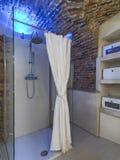 Современная кабина ливня в ванной комнате Стоковое Фото