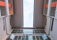 Современная картина высоких здания подъема и предпосылки неба Стоковое фото RF