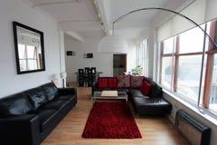 Современная квартира стиля просторной квартиры Стоковое Фото